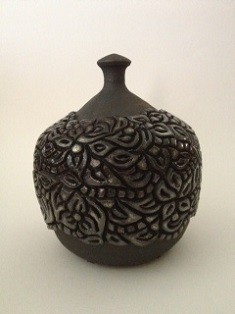 Jane Cox charcoal doodle pot 40 web